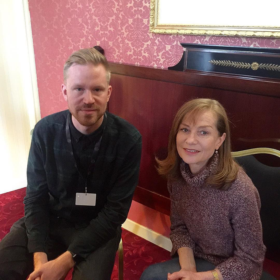 photo chilling with Isabelle Huppert